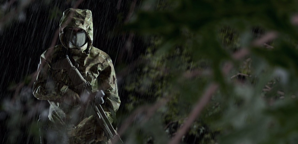 Ropa militar impermeable, indispensable con lluvias