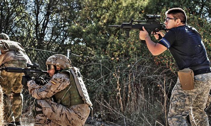 soldados vistiendo ropa táctica cómoda