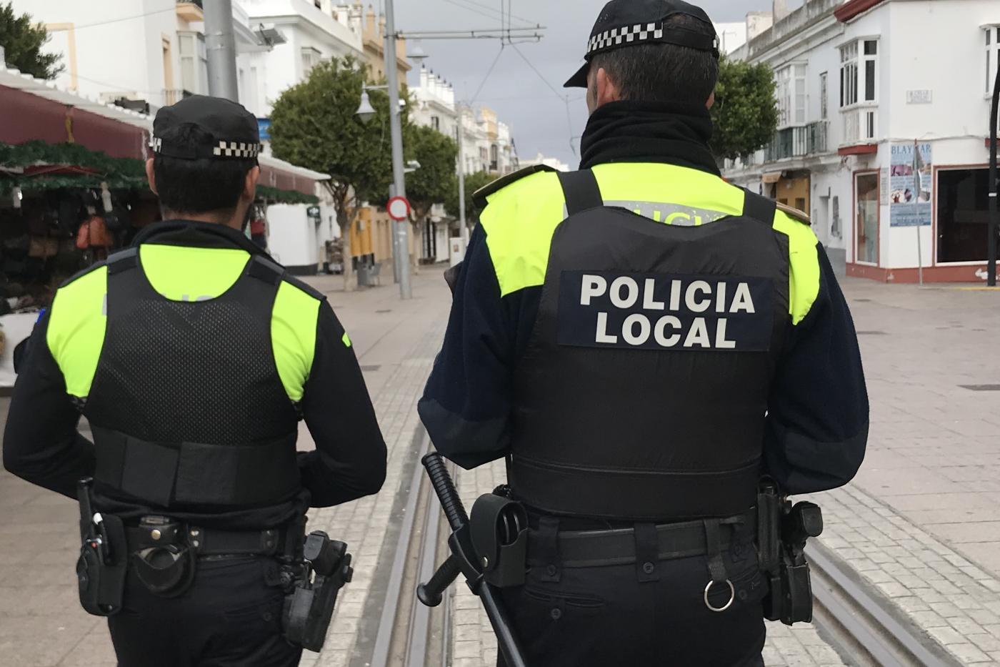 policia local con chalecos antibalas